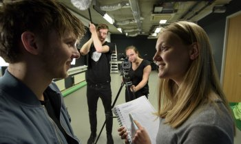 Studenten nemen interview af bij Media, ICT en Design College